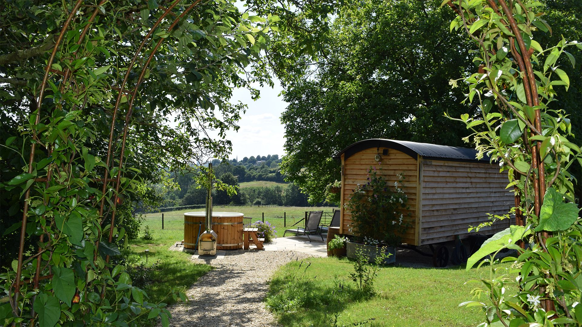Exterior and hot tub, Tudor Oak, Bolthole Retreats