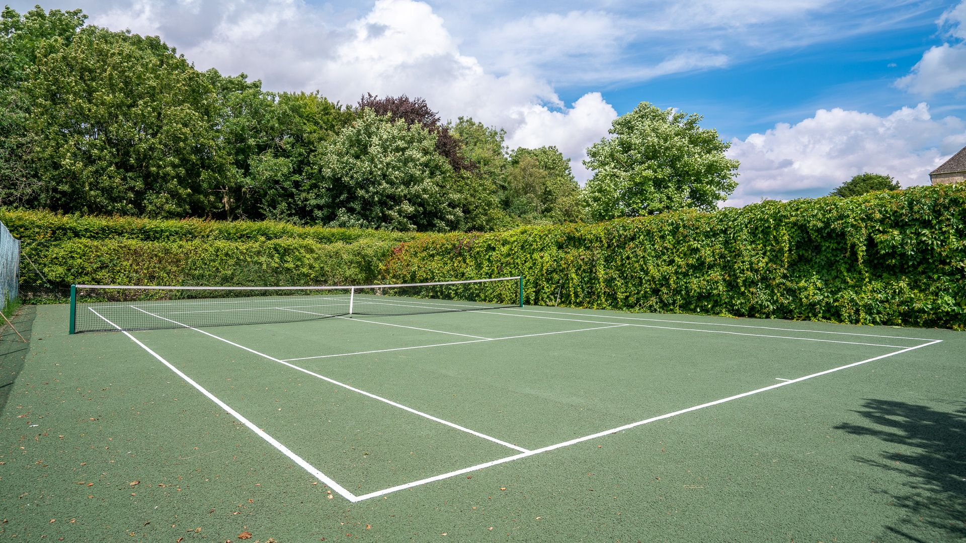 All-weather tennis court, Aylworth Manor Granary, Bolthole Retreats