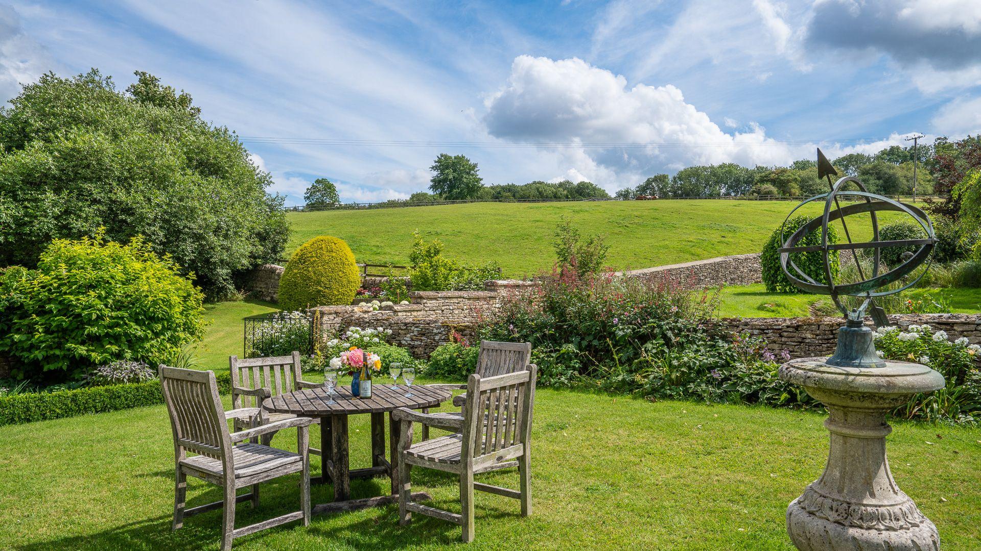 Garden and BBQ area, Aylworth Manor Granary, Bolthole Retreats