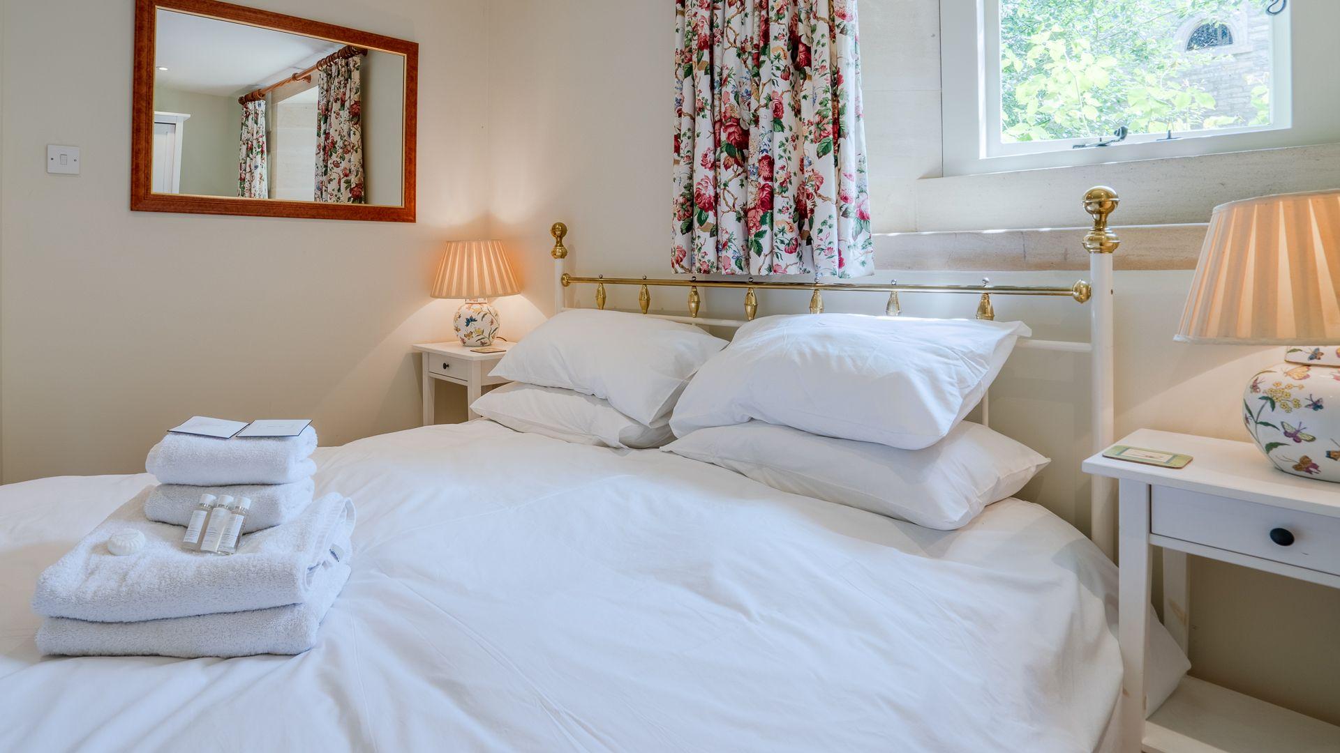 Ensuite Bedroom One, Aylworth Manor Granary, Bolthole Retreats