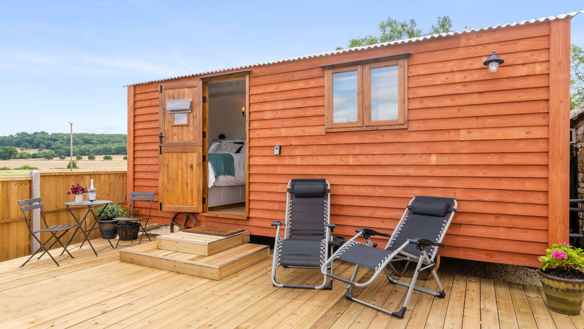 Exterior and Deck, Outbak Shepherds Hut, Bolthole Retreats