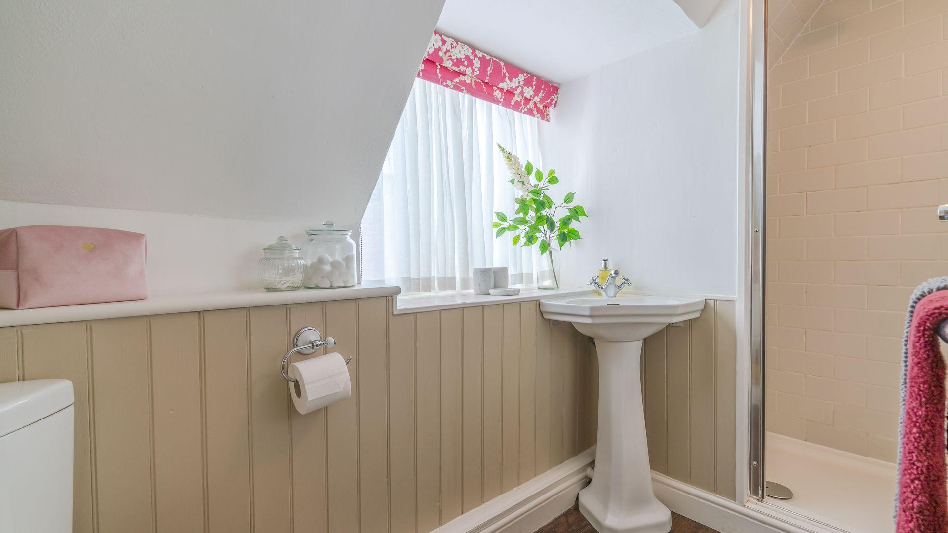 Shower Room, Rose Cottage, Bolthole Retreats