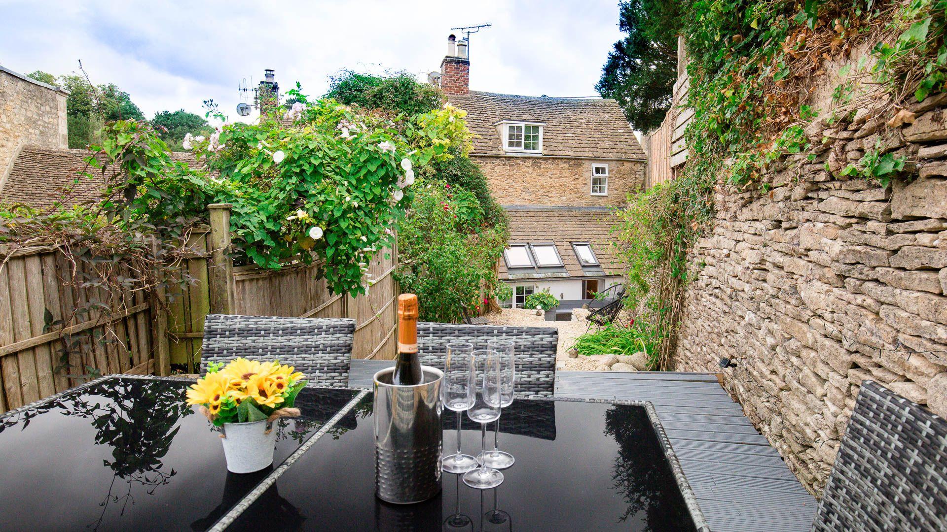 Courtyard Garden from top decking, Hillside Cottage, Bolthole Retreats