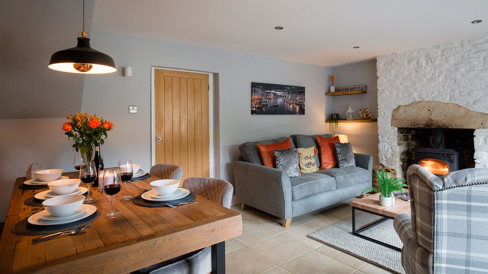 Living room and dining area, Hillside Cottage, Bolthole Retreats