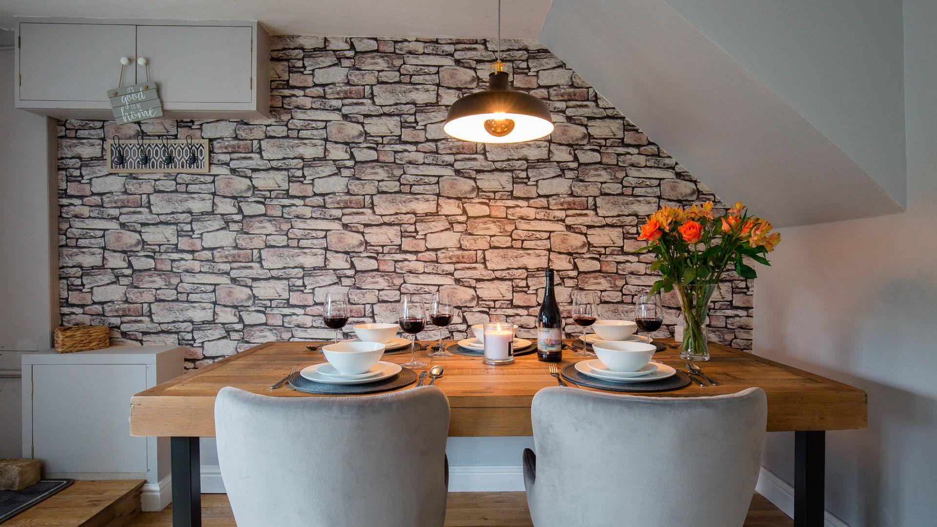 Dining area, Hillside Cottage, Bolthole Retreats
