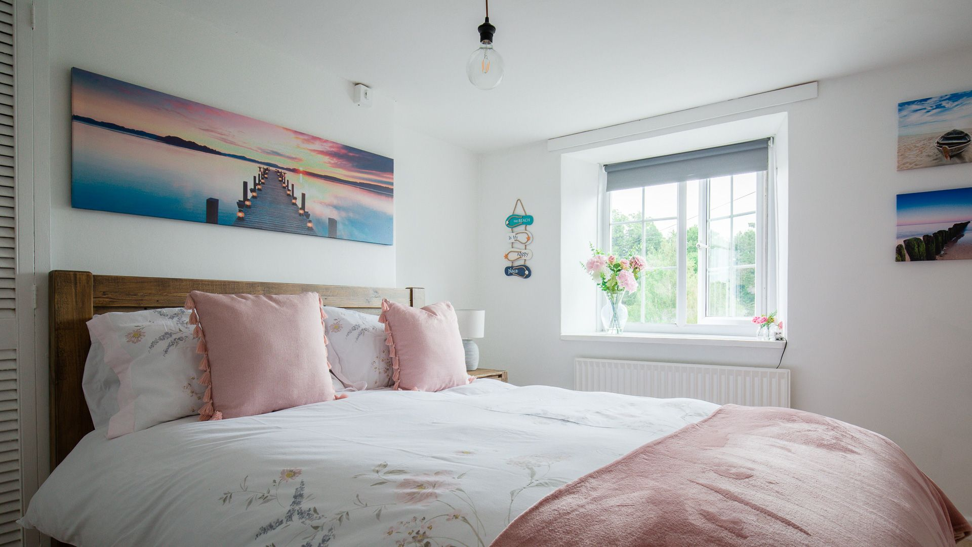 Bedroom One, Hillside Cottage, Bolthole Retreats