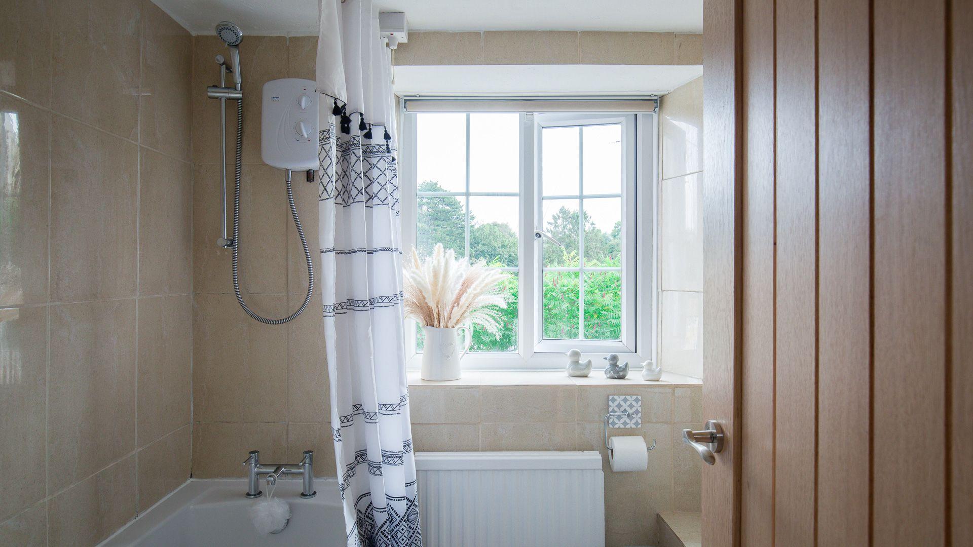 Bathroom, Hillside Cottage, Bolthole Retreats