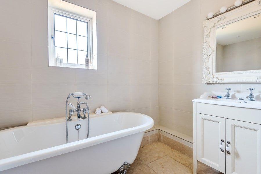 Aster House | En-suite bathroom 1