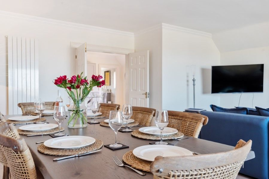 Aster House | Dining table