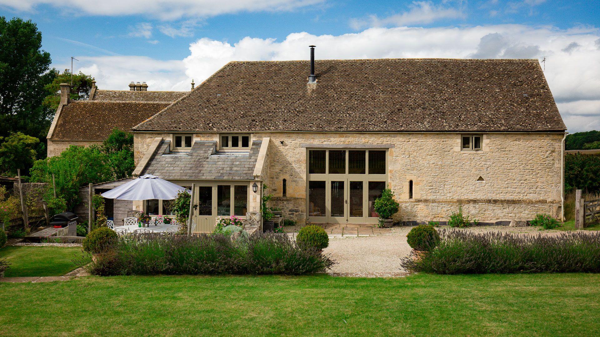 Exterior and garden, Tom's Barn,  Bolthole Retreats