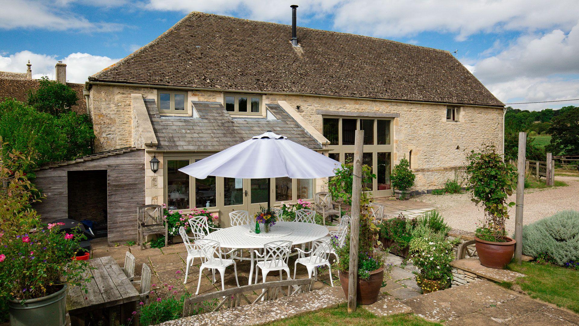Exterior, patio and dining area, Tom's Barn,  Bolthole Retreats