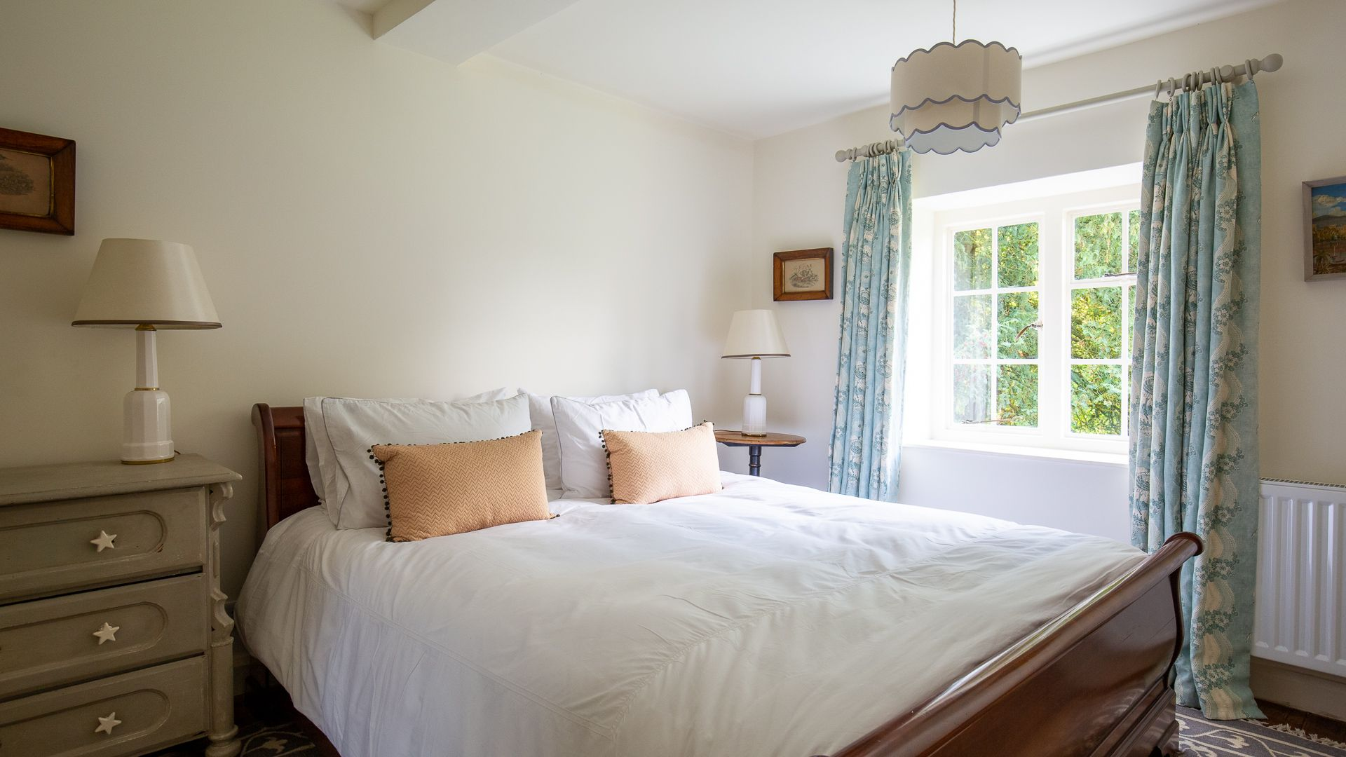 Bedroom One, Temple Guiting Cottage, Bolthole Retreats