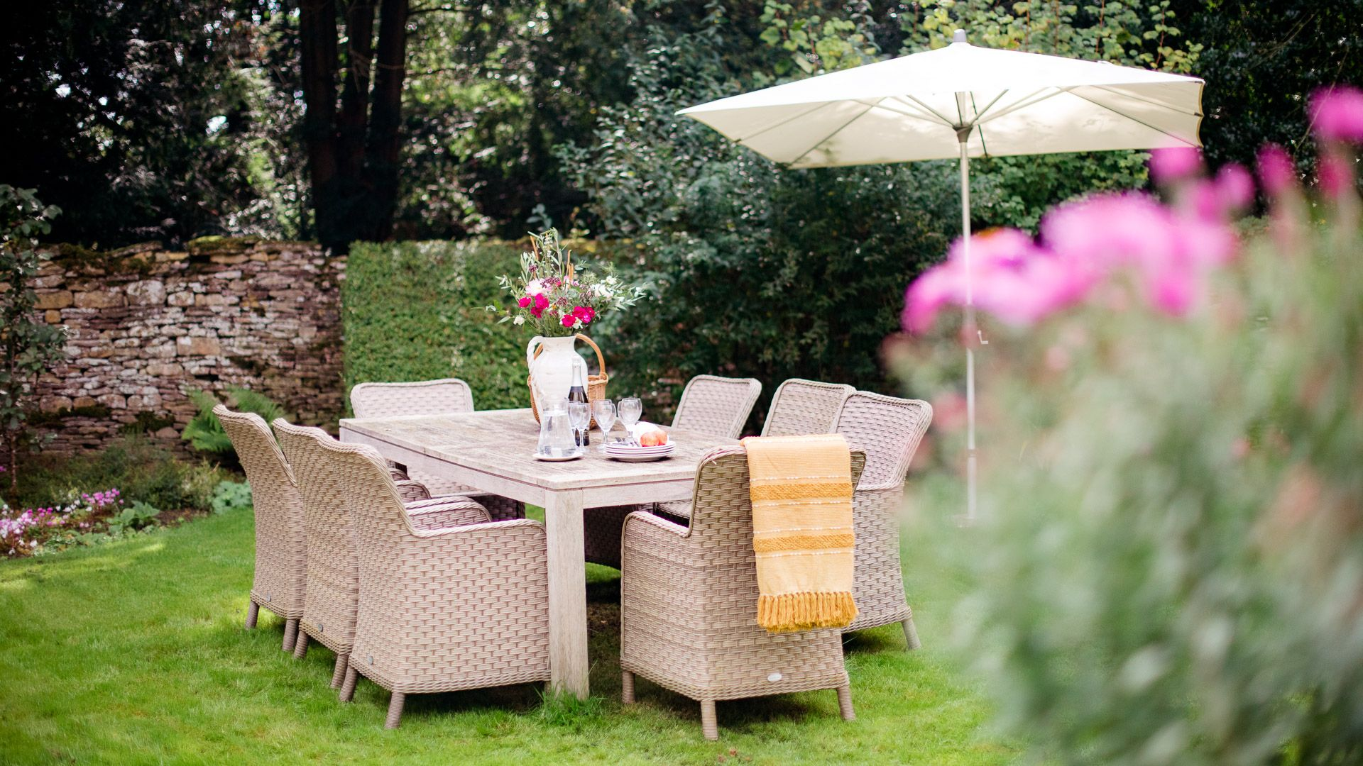 Outside Dining, Temple Guiting Cottage, Bolthole Retreats