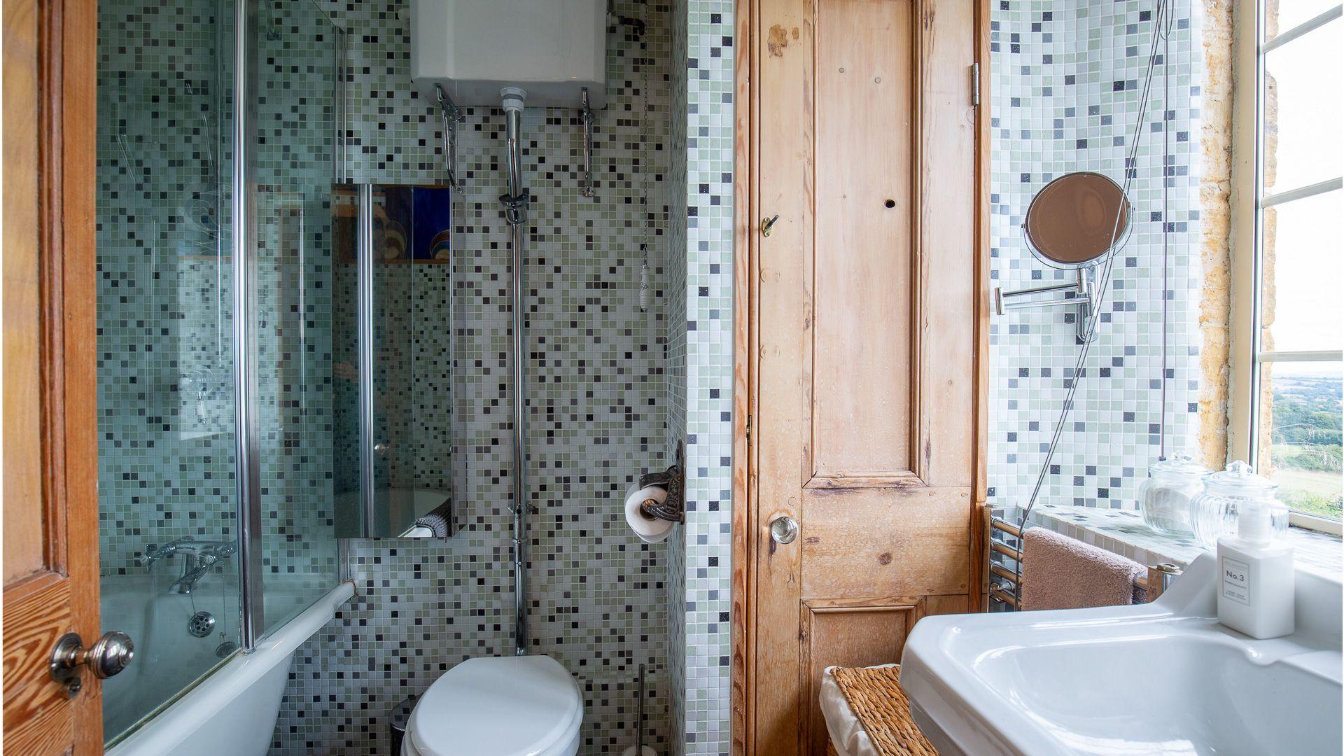 Bathroom, Honeysuckle Cottage, Bolthole Retreats