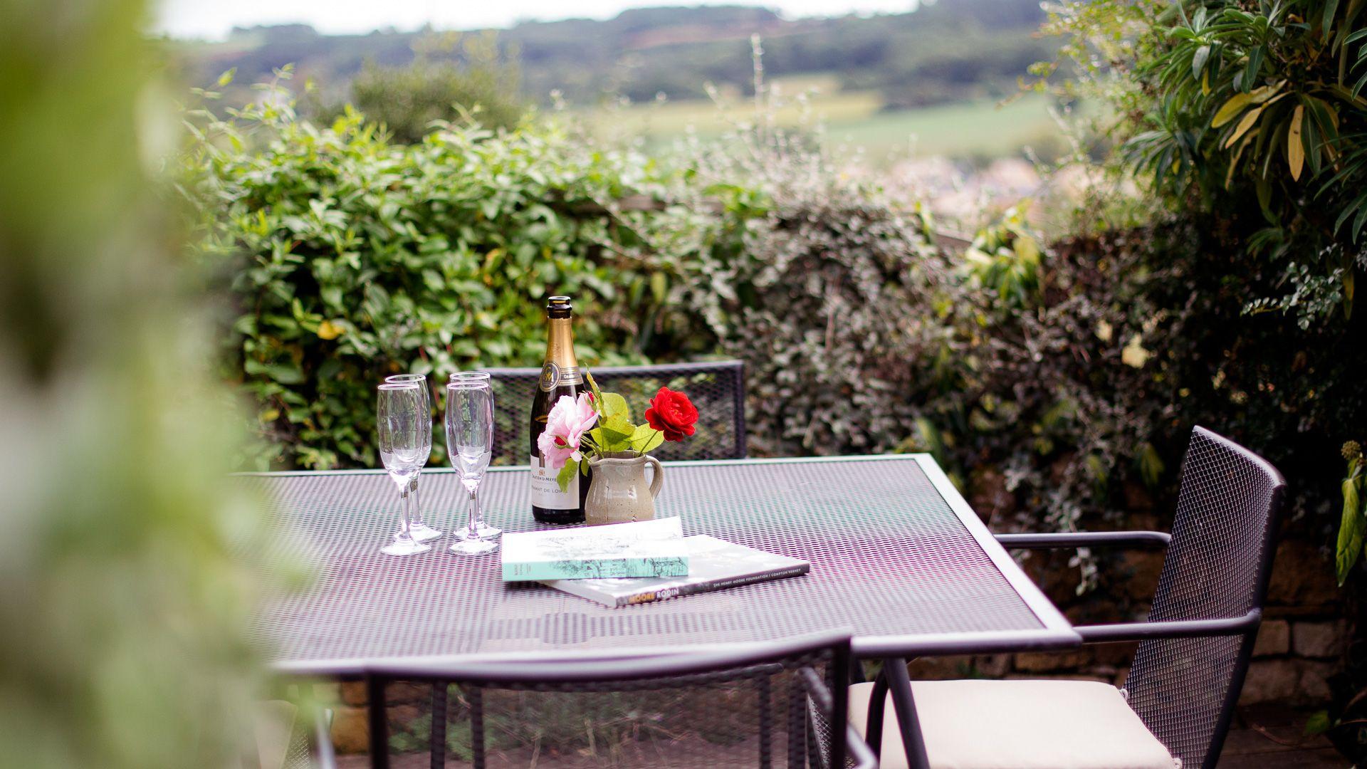 Outside Dining, Honeysuckle Cottage, Bolthole Retreats