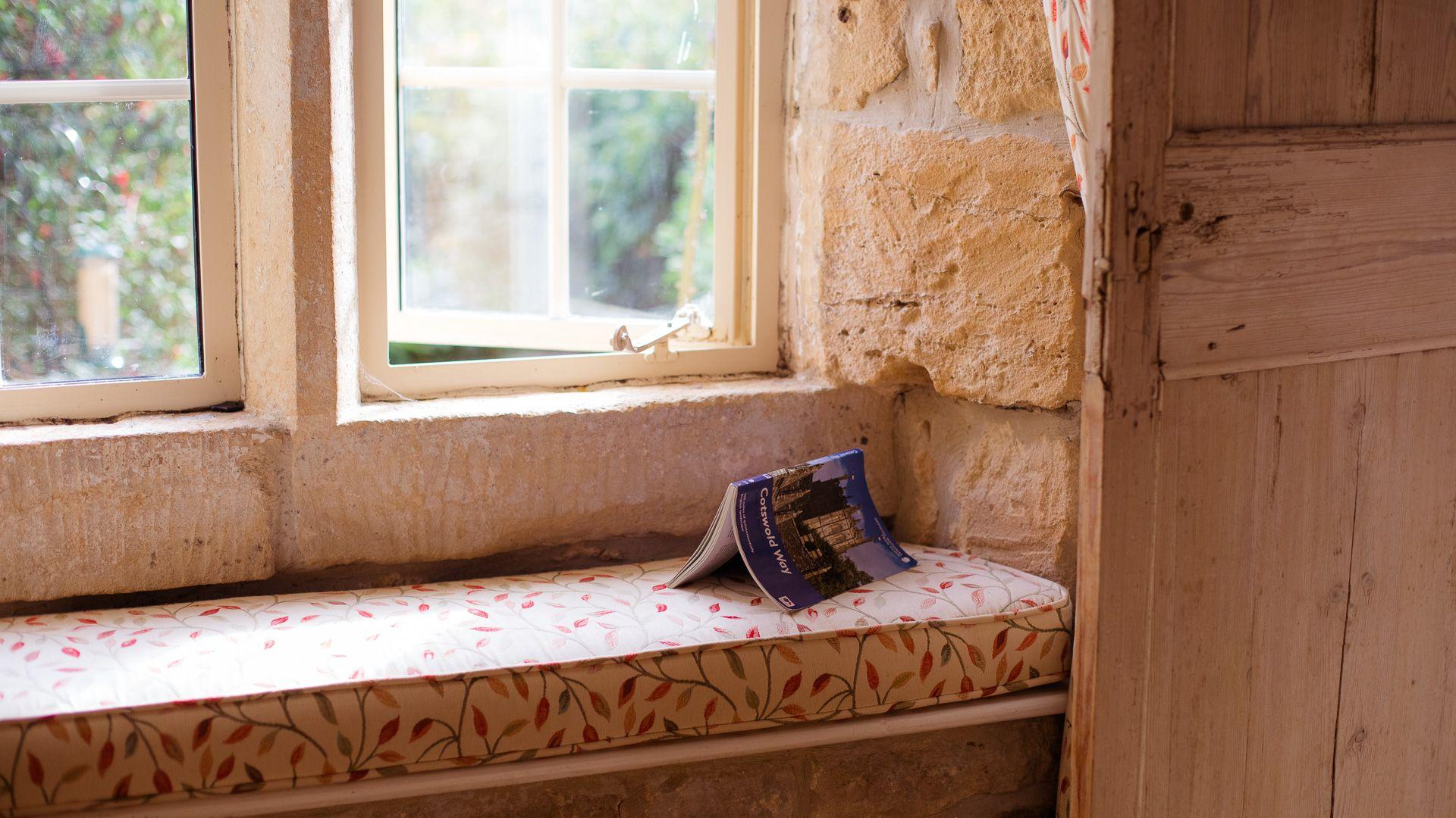 Mullioned Window, Honeysuckle Cottage, Bolthole Retreats