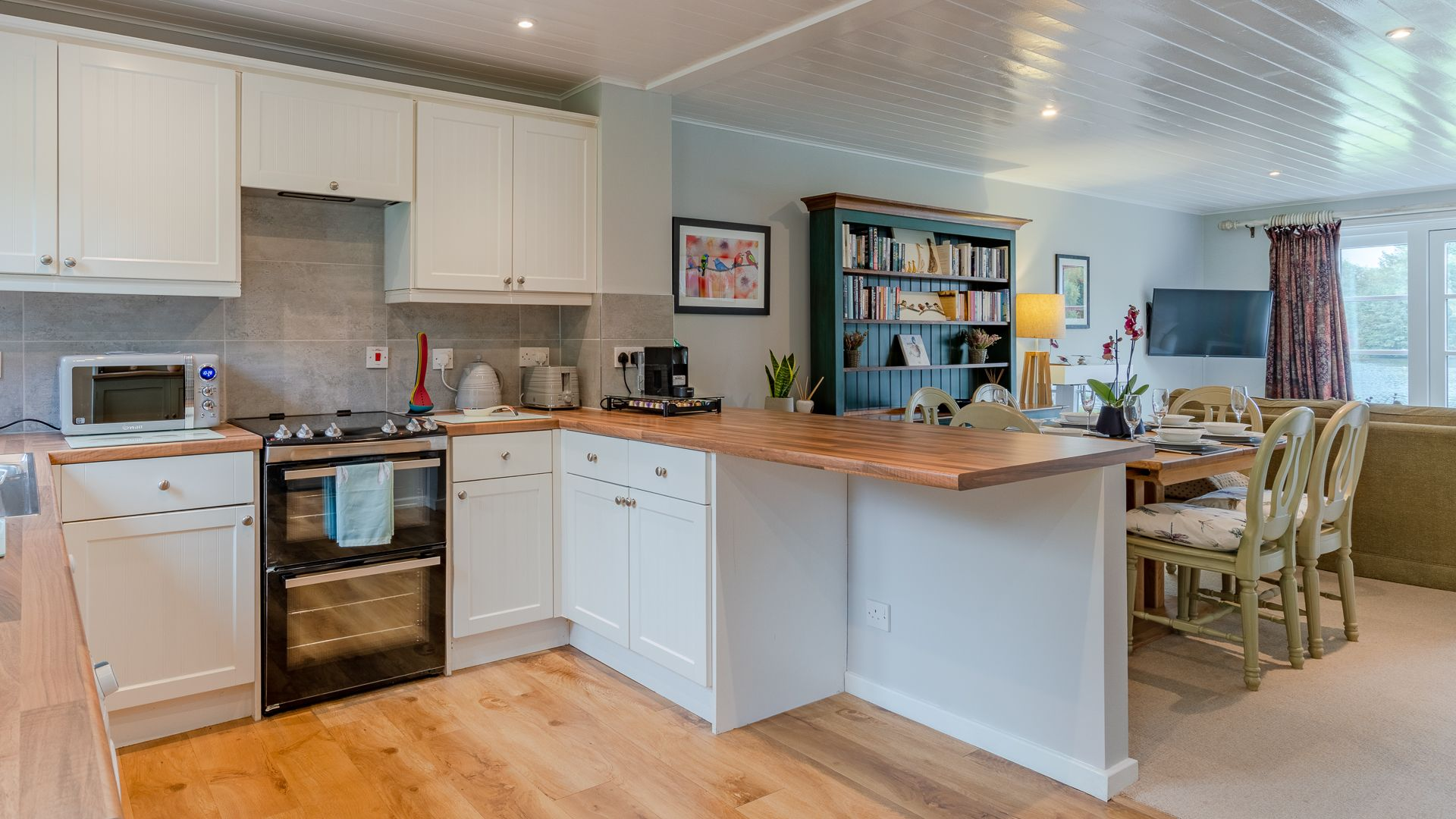 Kitchen to dining area, Mayfly Lake Lodge, Bolthole Retreats