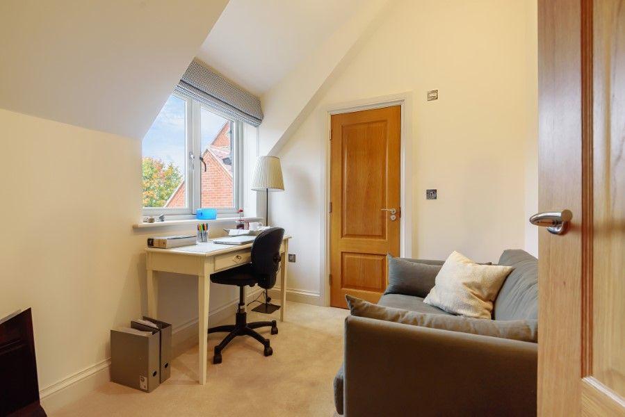 Christel Cottage   Snug/office