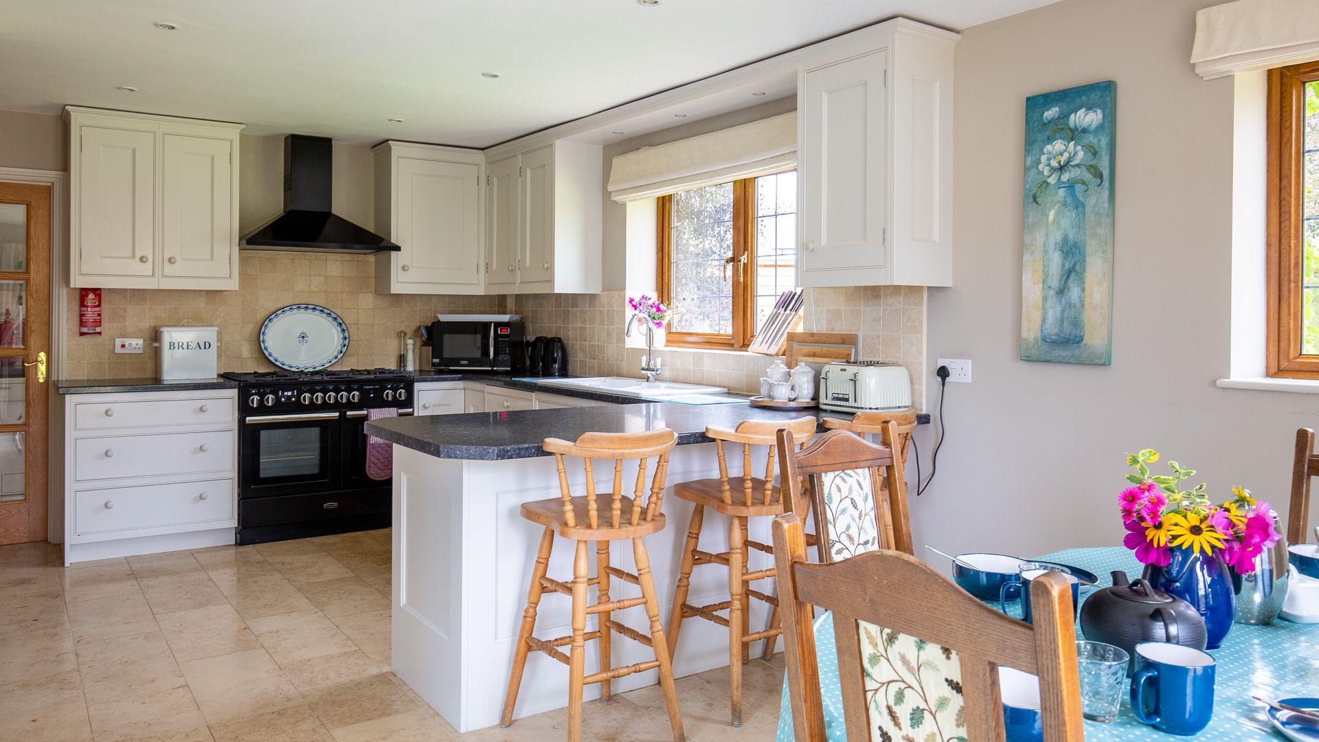 Kitchen-breakfast room, Kingfisher Cottage, Bolthole Retreats