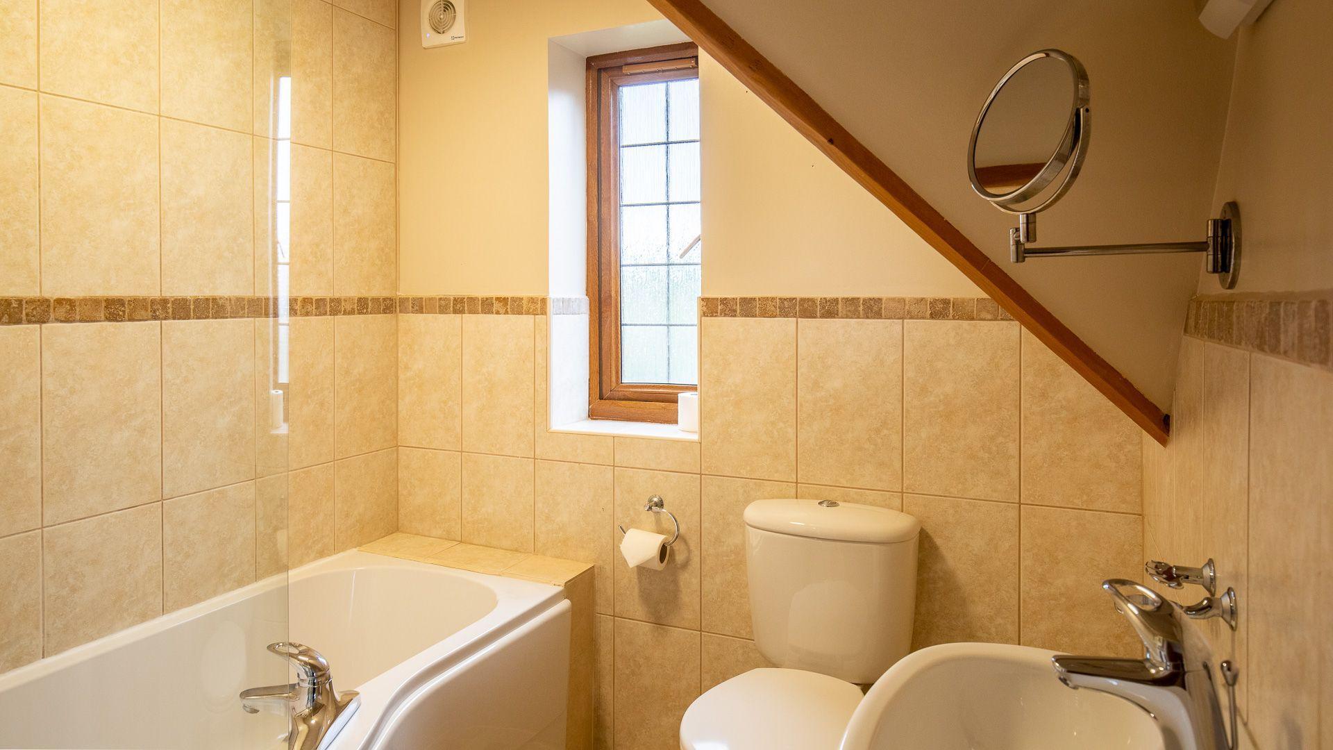 Ensuite Bathroom, Kingfisher Cottage, Bolthole Retreats