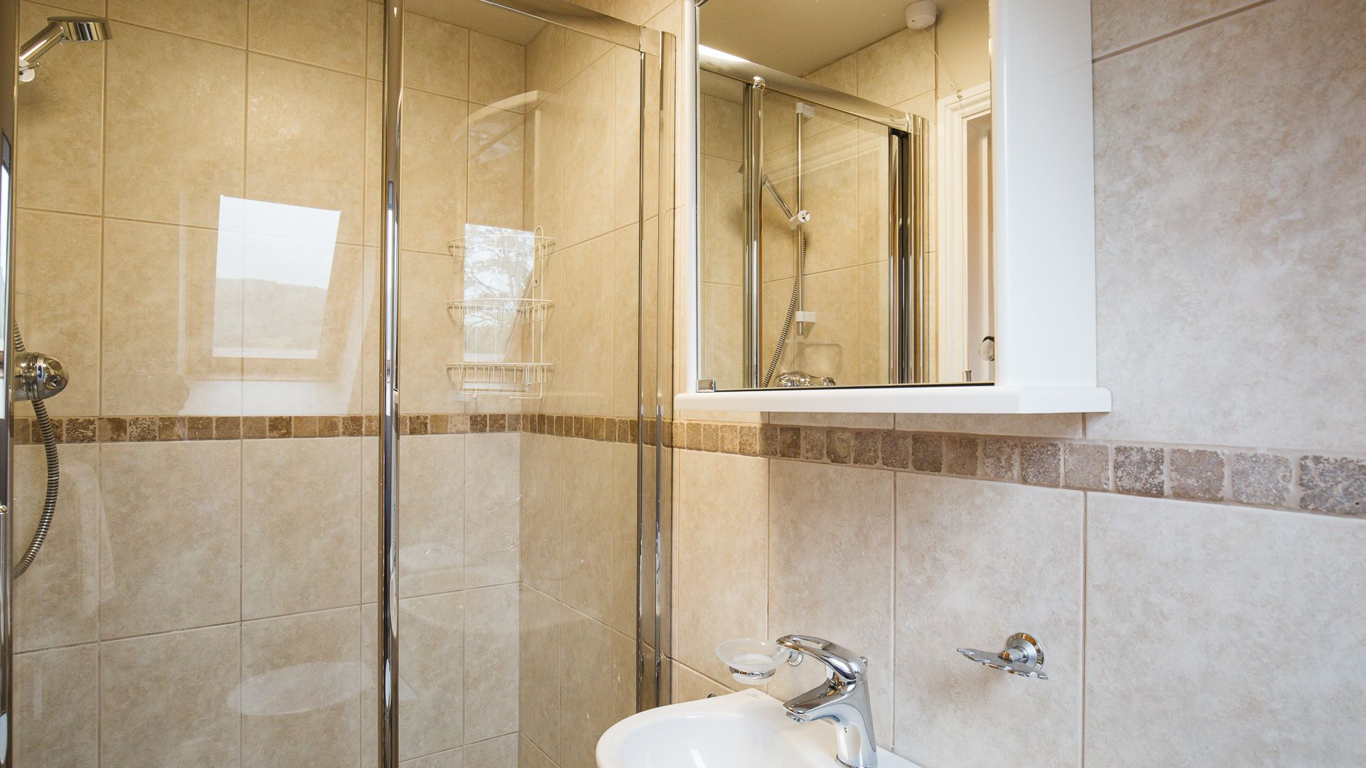Ensuite Shower Room, Kingfisher Cottage, Bolthole Retreats