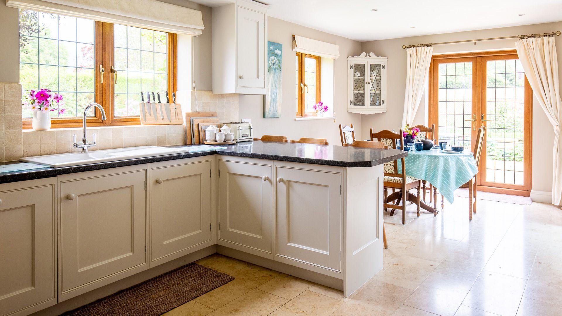 Kitchen, Kingfisher Cottage, Bolthole Retreats