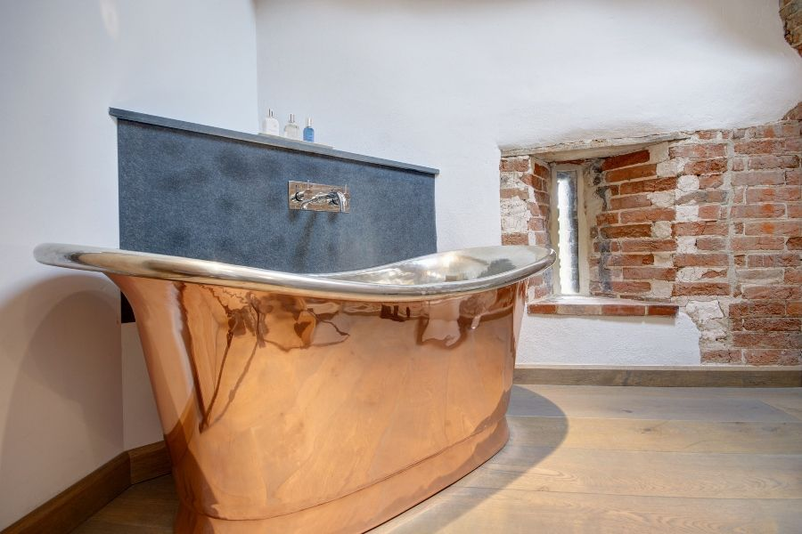 Lancaster Barn | Copper bath in room 1