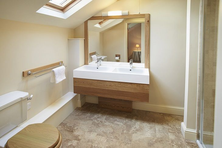 First floor:  En-suite shower room to The Manor Room