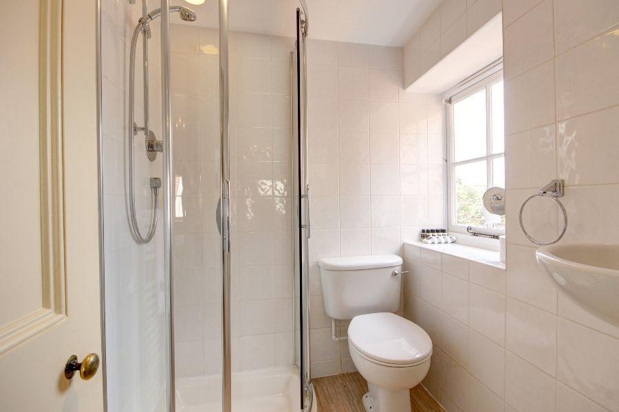 Estcourt House 5 bedrooms   Bedroom 2 en-suite