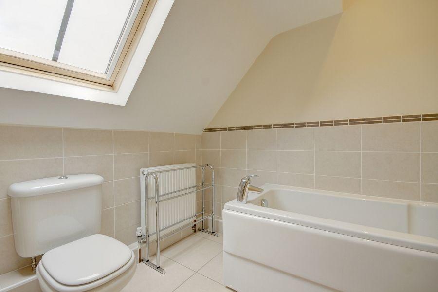The Stables 3 bedrooms   En-suite bathroom