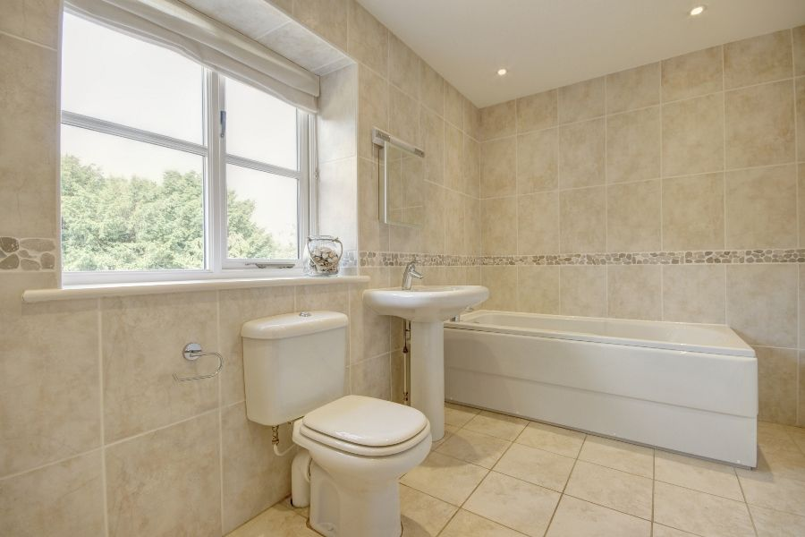 The Stables 3 bedrooms   Bathroom