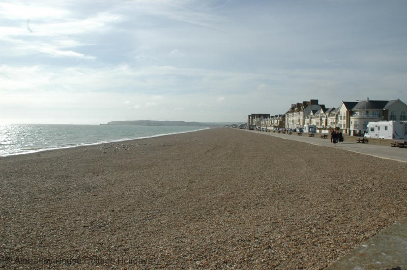 Large Image - Looking west along Seaford promenade