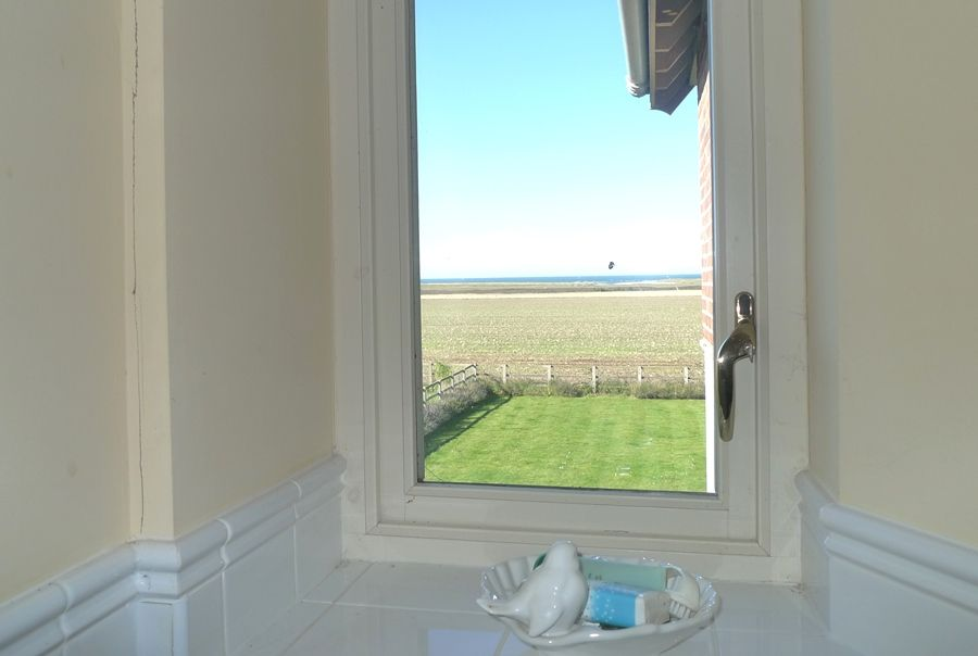 Lark Cottage | Bathroom view