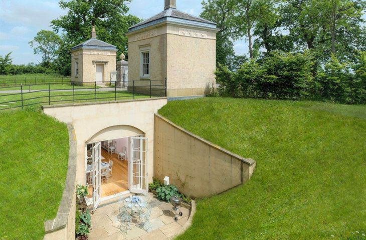 These Grade II listed lodges, designed by the celebrated neoclassical architect James Wyatt, have been ingeniously extended and marry historical architecture with modern comforts