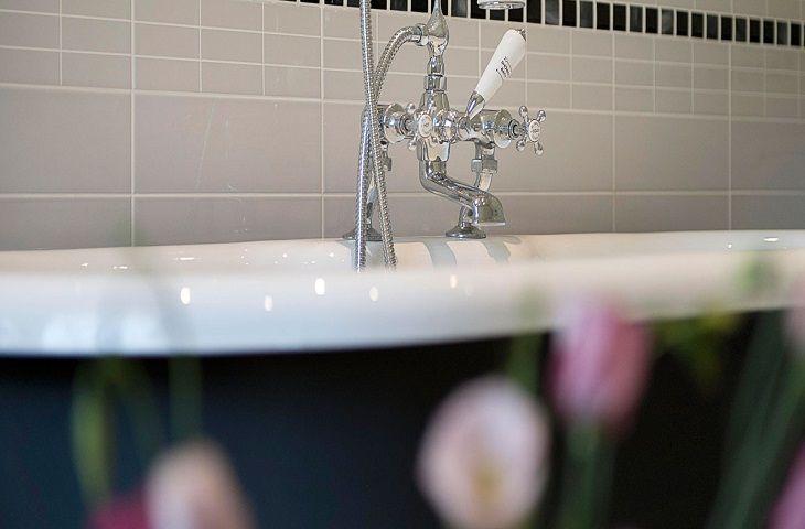 The Clockhouse:  Roll top bath (en-suite to bedroom two)