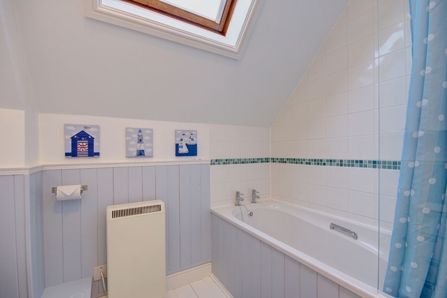 2 Dormy House | Bathroom