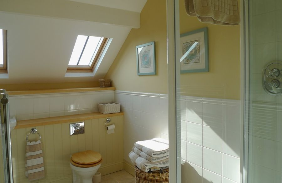 Lark Cottage | Top bathroom