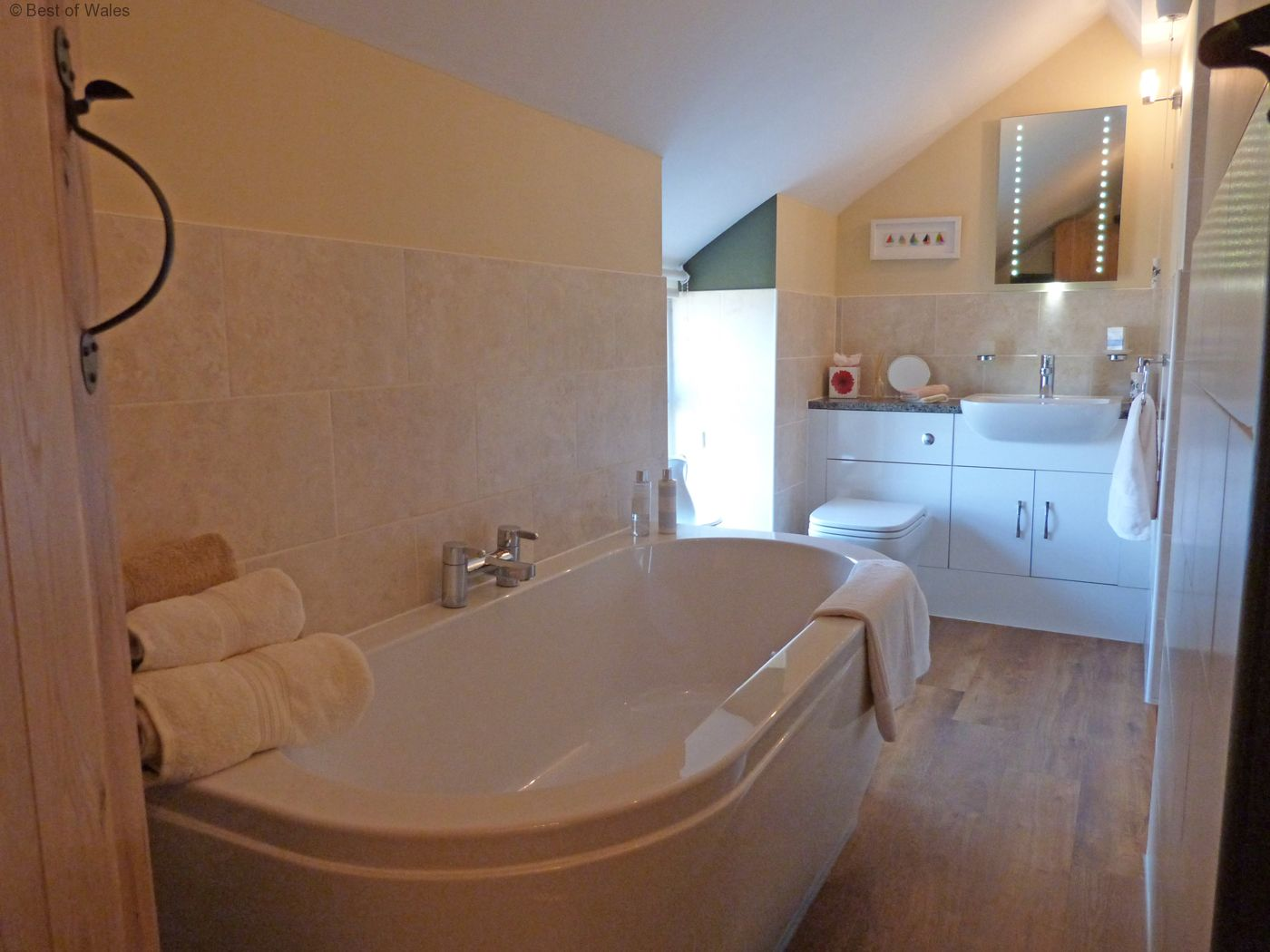 5 Star Llanbedrog Accommodation Cottage With A Hot Tub