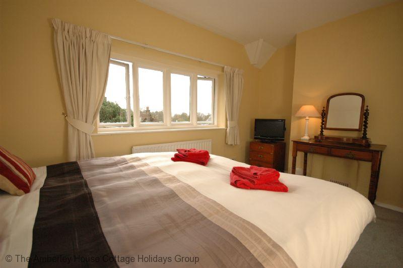 Large Image - Barrington Cottage principal bedroom