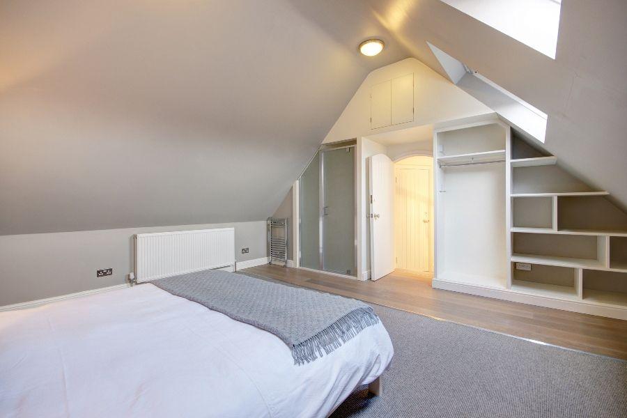 Creake Road Cottage   Bedroom 4 with shower