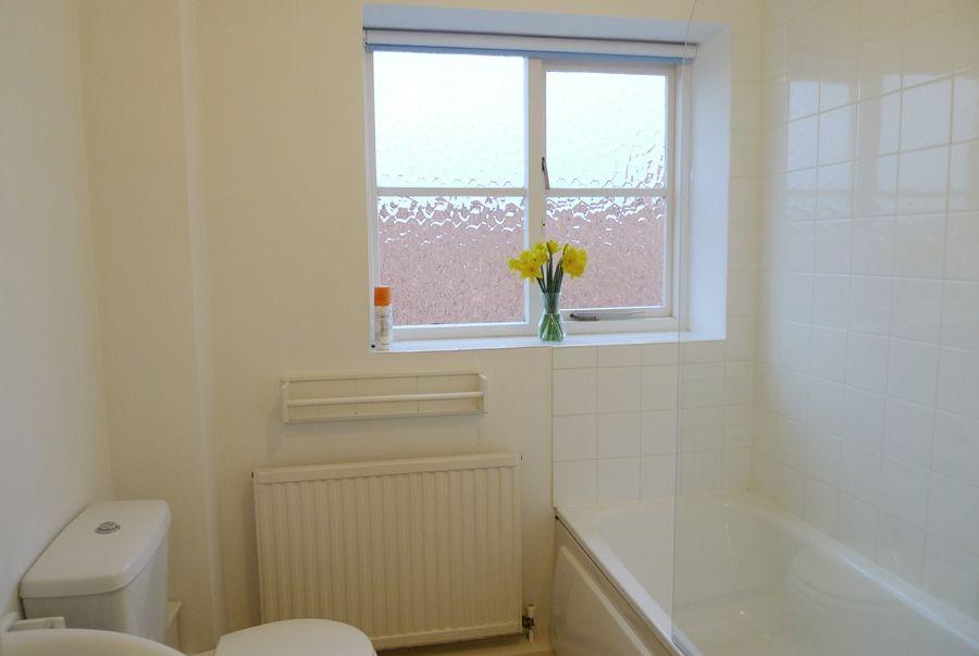 5 Erpingham Court | Bathroom