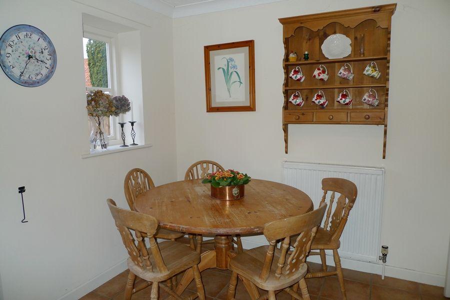 5 Erpingham Court   Kitchen table