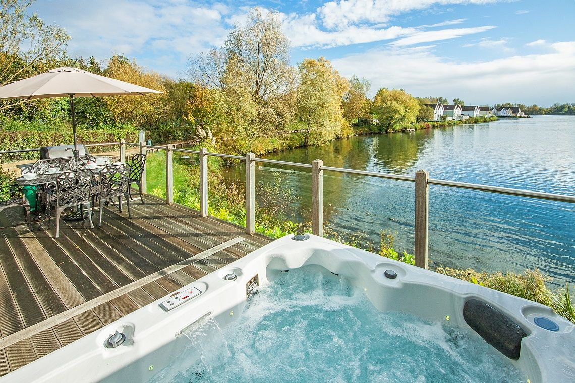 with hot tubs cotswold the to cottages dsc cotswolds in rent manor estate vineyard