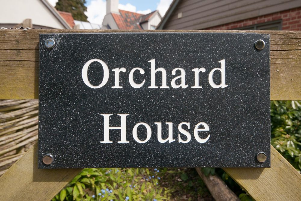 Orchard House 3 bedrooms | House sign