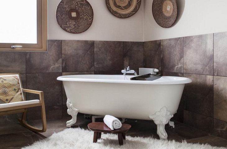 Bathroom with freestanding claw foot bath