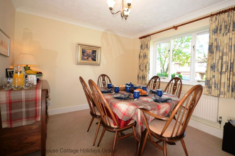Large Image - Dining room