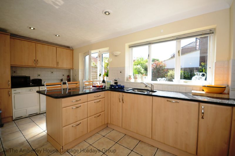 Large Image - Kitchen with garden aspect
