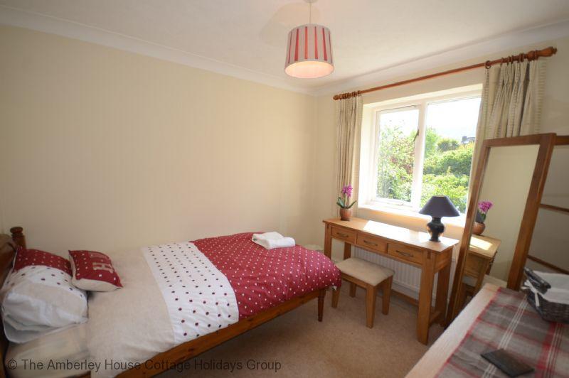 Large Image - Single bedroom overlooking the rear garden