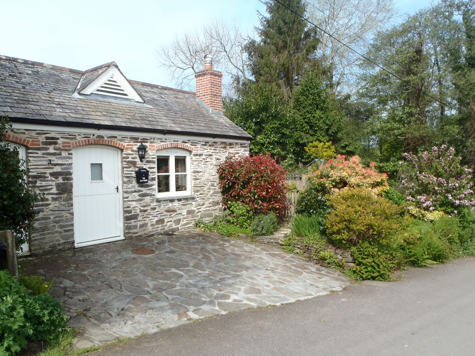 Old forge portscatho holidays for Custom cottage fish house prices
