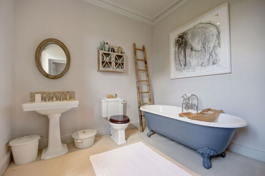 Flitcham Hall | En-suite bathroom